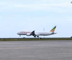 Ethiopia resumes commercial flights to Eritrea after 20 years