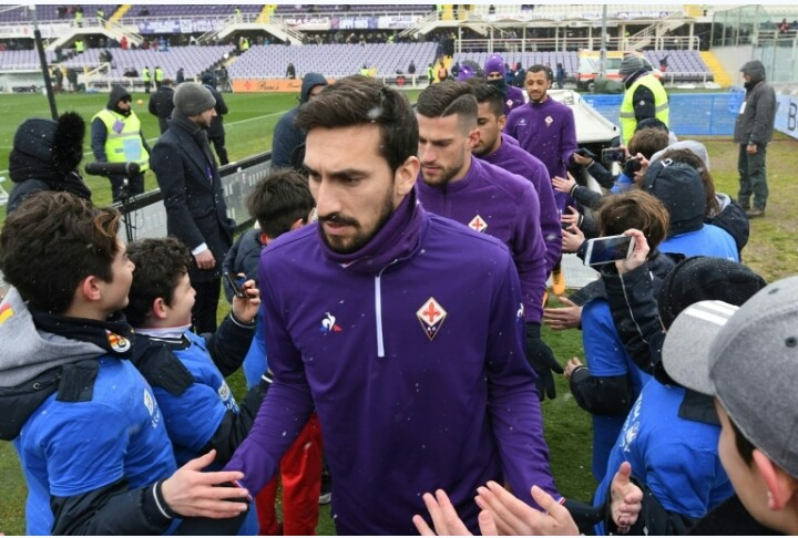 Fiorentina and Cagliari pay flawless  tribute to Davide Astori