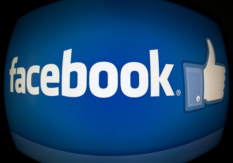 Students still 'like' Facebook despite data breach