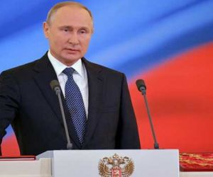 Putin Signs Laws Against 'Disrespecting' Authorities, Fake News