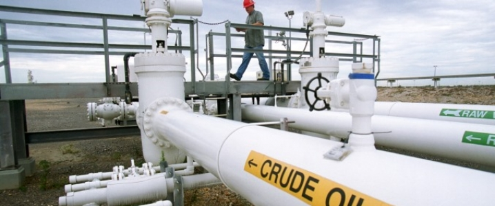 Oil prices fall on weak economic data from Europe , China